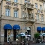 Denner Hotel. Am Bismarckplatz. Sehr zentral. Im EG gutes Bistro.